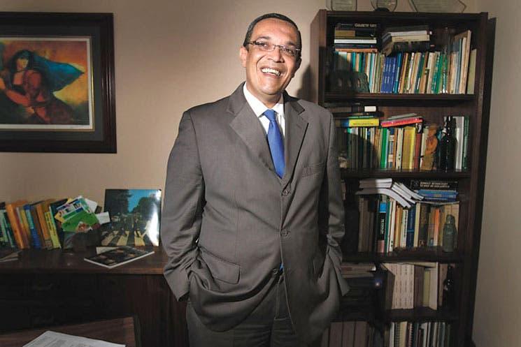 Buscan asegurar vigencia del Premio Pío Víquez