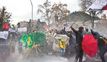 Policía chilena disuelve protesta
