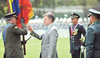 Santos baja tono a crítica de Maduro
