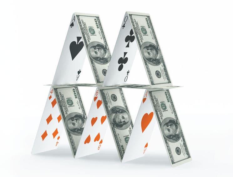 Crédito en dólares: Torre de naipes