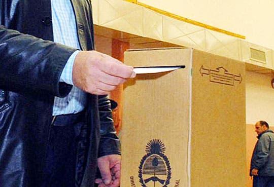 Chilenos y uruguayos reclaman derecho a voto exterior