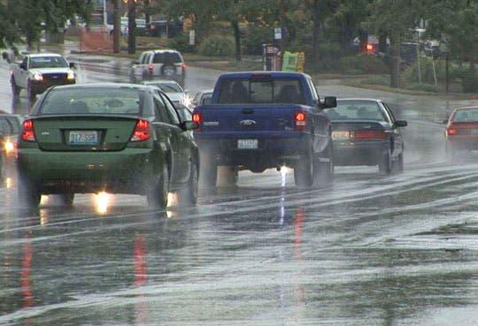 201306051702441.manejar-con-lluvia.jpg