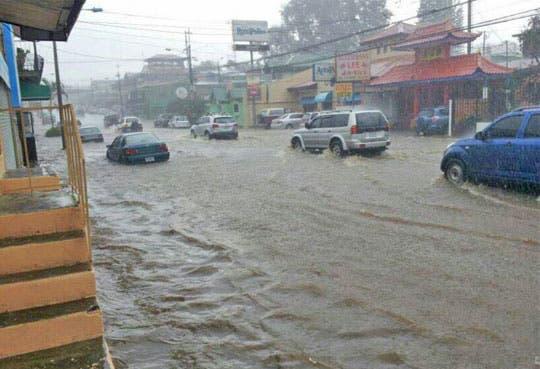 Fuertes lluvias afectan rutas