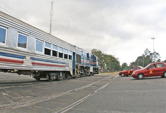 Se colocarán semáforos en cruces de tren