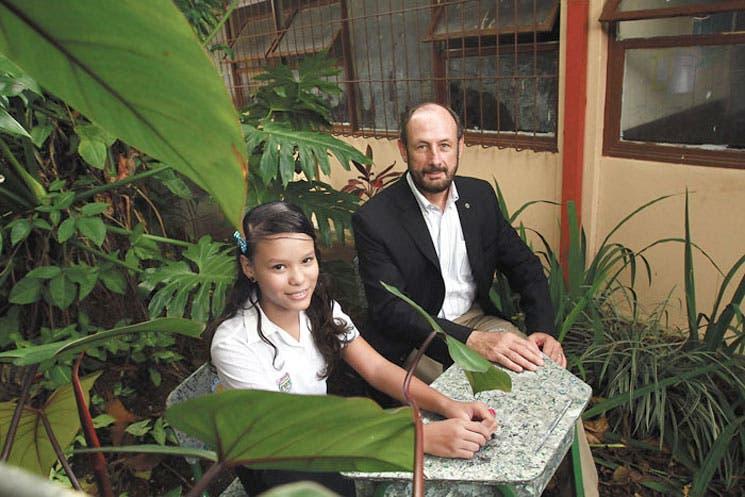 Niños reciclan para beneficio de escuelas