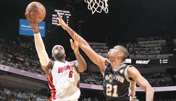 James y Allen salvan al Heat