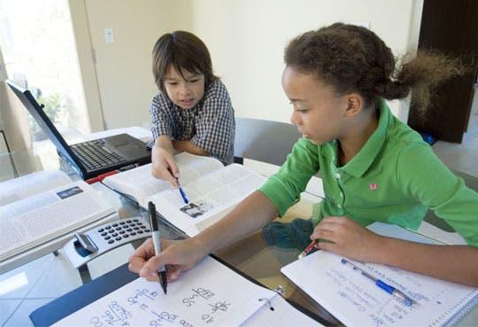 Adolescentes aprenden temas financieros en plataforma virtual