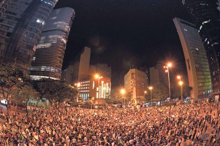 Anuncian baja en tarifas tras protestas en Brasil