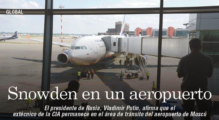 Snowden permanece en terminal de Rusia