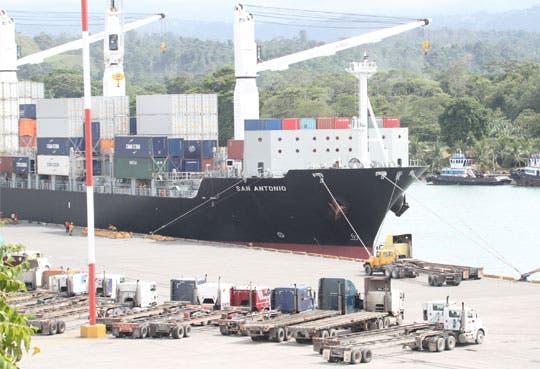 Avalado crédito para Puerto Moín
