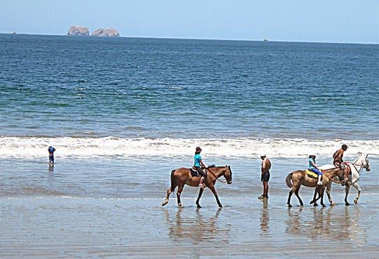 Ofertas turísticas atraen a costarricenses