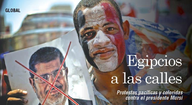 Egipcios toman calles para resolver crisis política