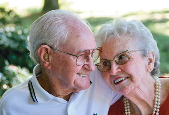 Defensoría apoya lucha de adultos mayores