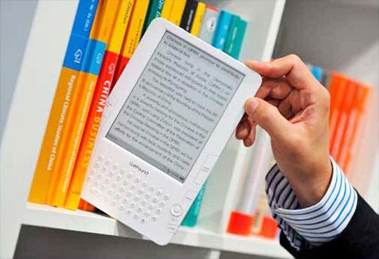 Apple conspiró para subir precios de libros electrónicos