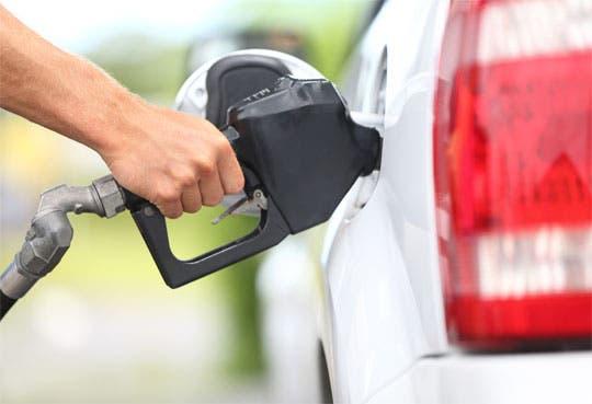 Combustibles bajarán el próximo mes
