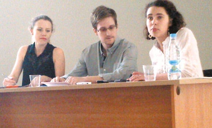 Snowden rompe silencio y pide asilo a Rusia