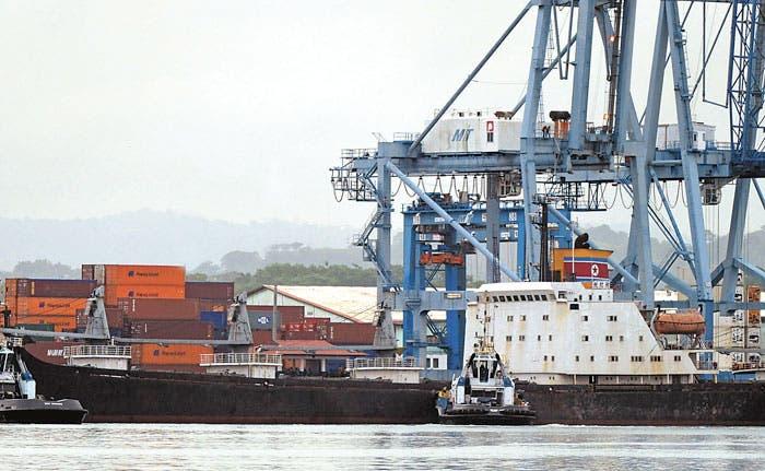 Panamá detiene nave norcoreana con armas