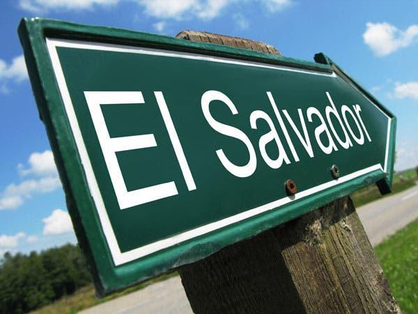 Alta deuda baja calificación de El Salvador