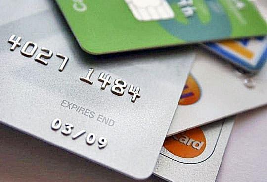 """Autoridades detienen sospechosos de """"clonar"""" tarjetas"""