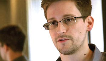 """Snowden espera asilo en """"tierra de nadie"""""""