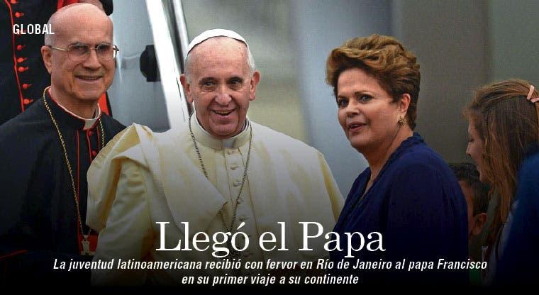 Papa se acercó al pueblo a su llegada a Brasil