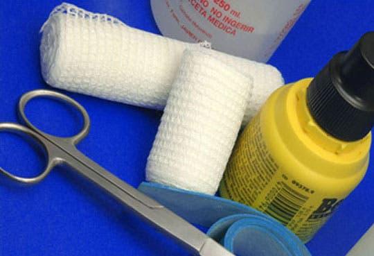 201307261430411.tijeras,-gasas,-analgesicos.jpg