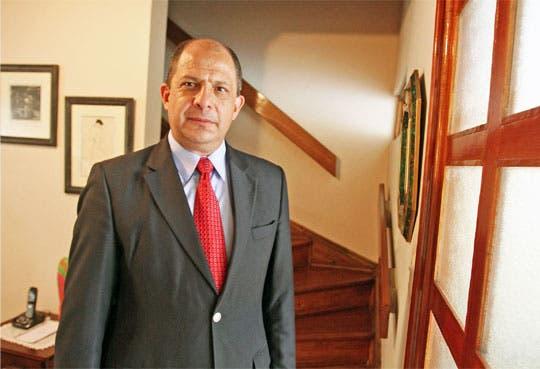 Luis Guillermo Solís se confirma como candidato del PAC