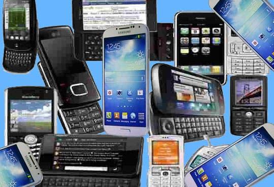 Policía decomisa celulares y armas en cárceles