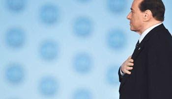 Berlusconi seguirá en política tras ser condenado