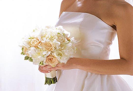 Costarricenses aparecen casados con desconocidos