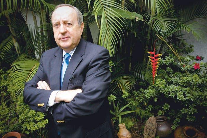 Calderón se desmarca de Hernández