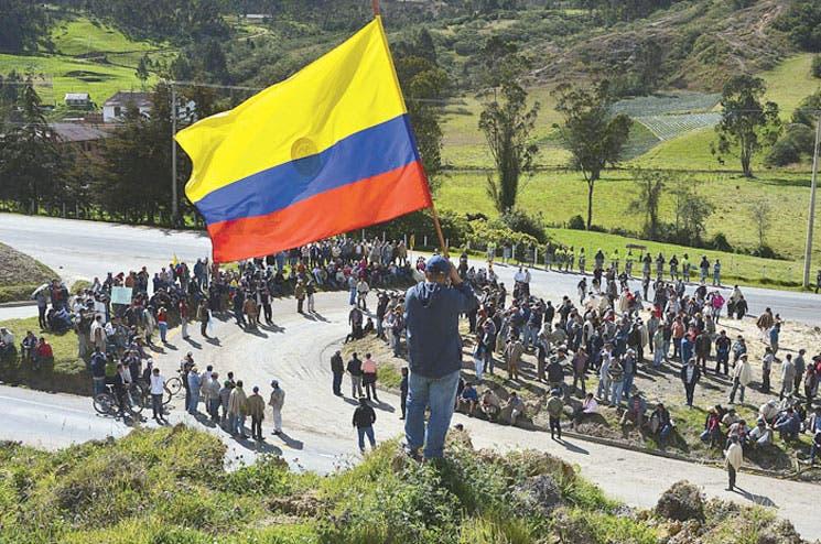 """FARC hacen """"pausa"""" por referendo"""