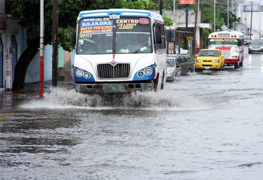 "Alerta roja en Veracruz por tormenta ""Fernand"""