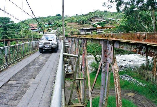 Concluye reparación en puente de Orosí