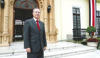 Calero divorció a Costa Rica y Nicaragua