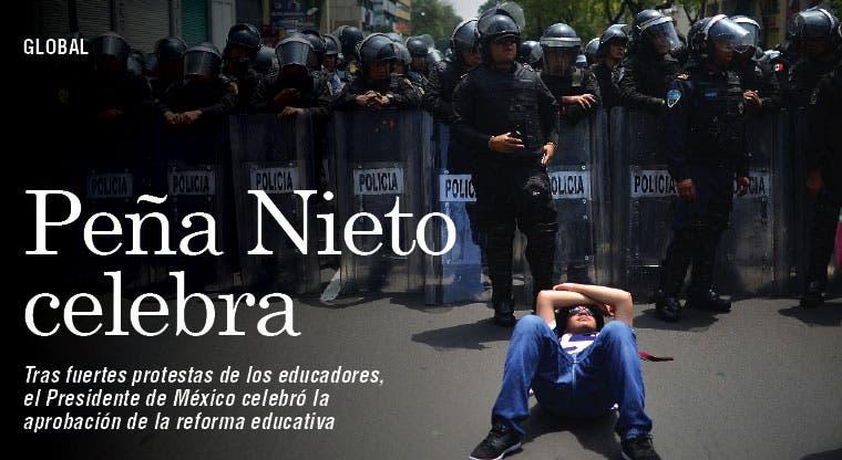 Peña celebró reforma educativa sumido en protestas