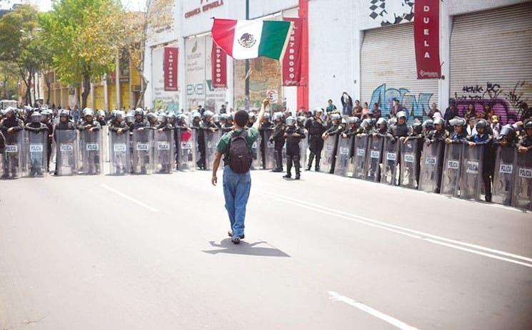 Maestro mexicano agita bonos de Pimco