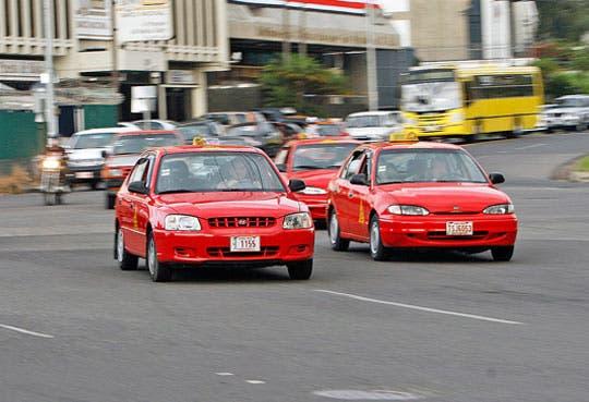 Aumenta tarifa de taxis