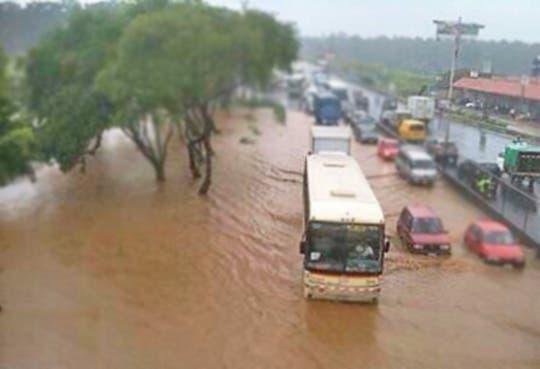 Inundación en General Cañas por alcantarilla