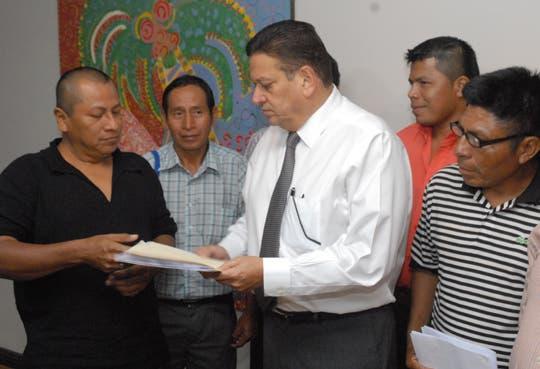 Población indígena se reúne con Araya