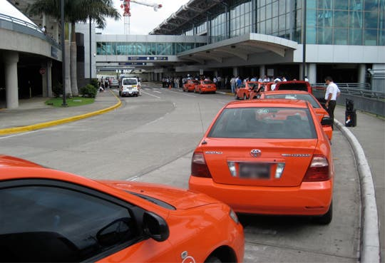 201309241201161.taxis-aeropuerto2.jpg
