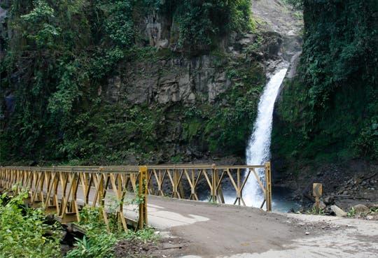Abrirían puente sobre Catarata de la Paz