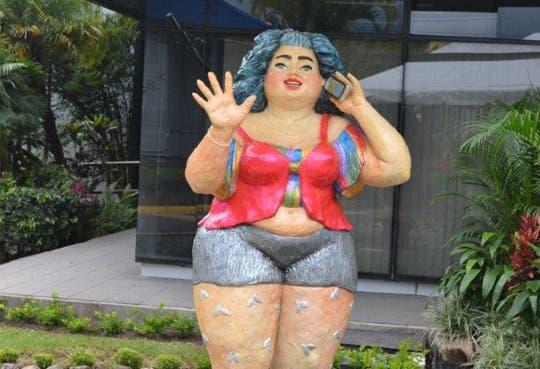 201310041447511.mucap-hola-escultura.jpg