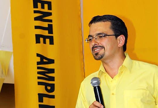 Villalta buscaría equiparar salarios entre trabajadores públicos y privados
