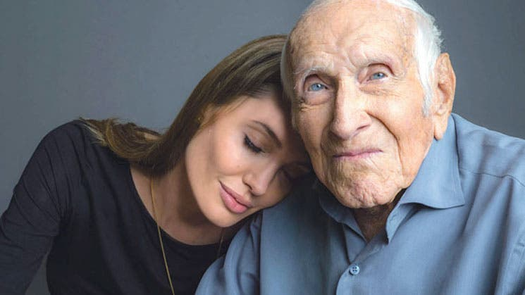 Angelina Jolie posa con Louis Zamperini
