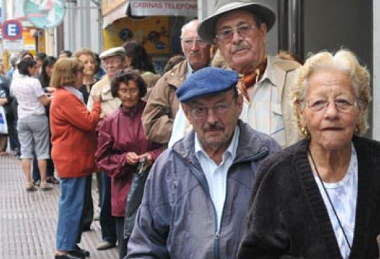 Advierten un 50% de latinos sin pensión para 2050