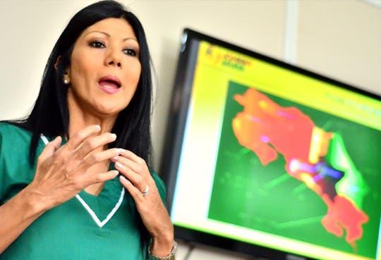 """Esposa de Araya continuará con """"Caravanas de la salud"""""""