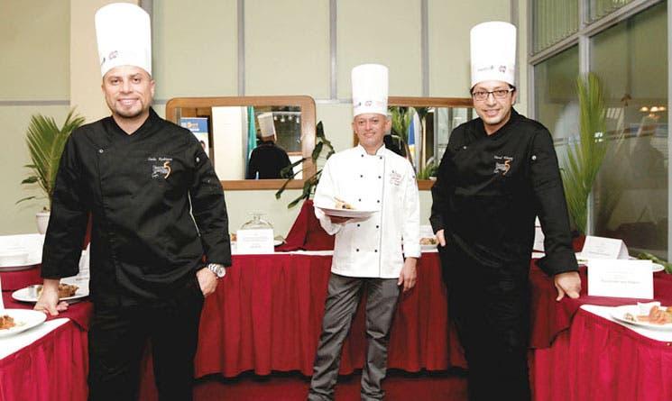 Chefs evalúan destrezas culinarias