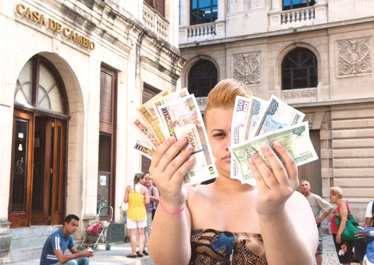 Cuba abre proceso para eliminar doble moneda