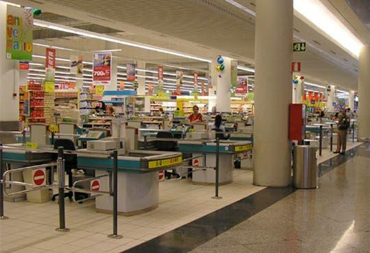 Hasta ¢33 mil de diferencia de un supermercado a otro